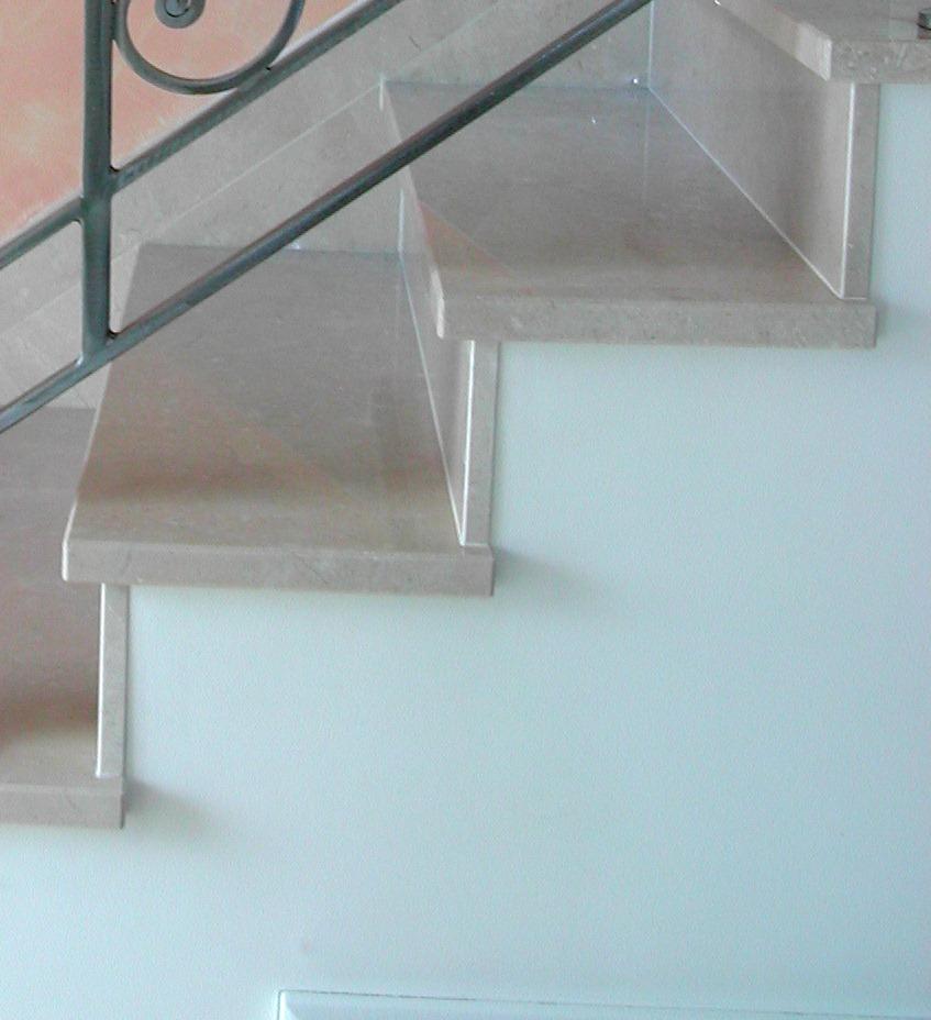 Escalier en pierre naturelle, marbre, granit et calcaire
